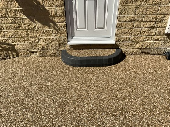 After image of new Brittney Pearl resin driveway with step WF15